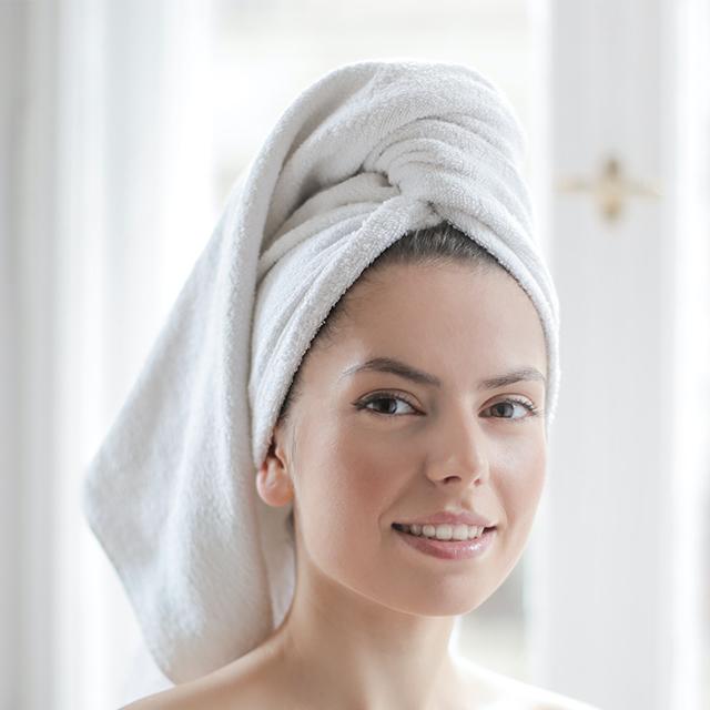witte handdoeken van de kapper